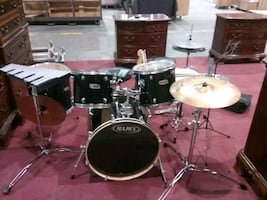 Complete plus drum set ... Lots extras