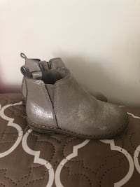 Ankle boots size 8 London, N5Y 4L5