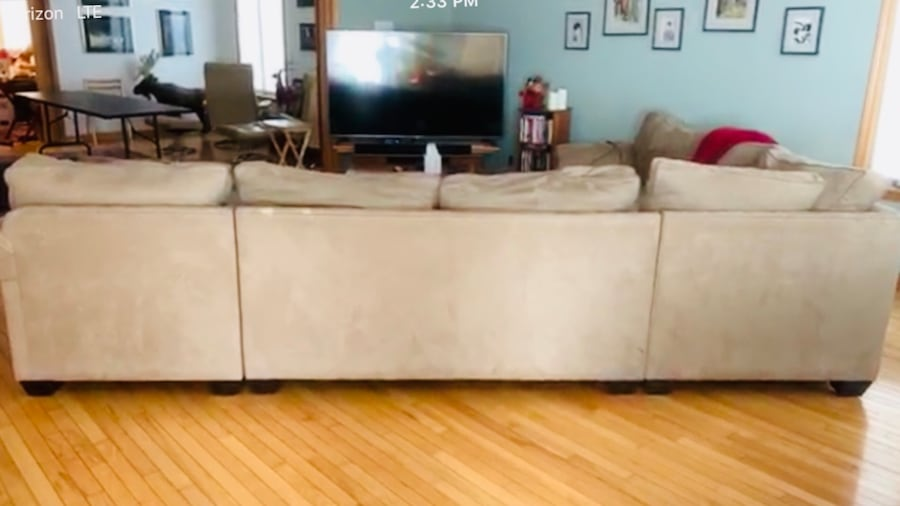 Couch set  separable into 3 pieces c2478a99-1437-4815-9c98-d6fc7db9fb74