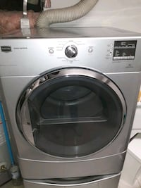 Maytag 200 drayer with pedestal