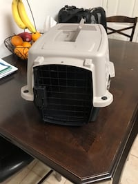 white and black pet carrier Frederick, 21701