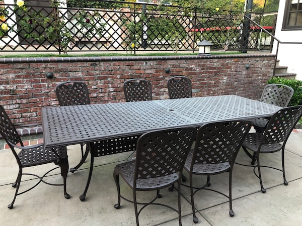 Begagnad Rectangular Black Metal Patio Table With Four Chairs Till