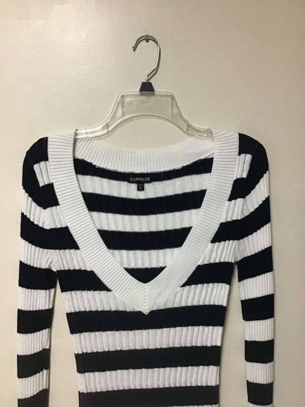 Women's EXPRESS Navy/off white horizontal striped V-neck sweater-small 254da02d-06a3-4da6-ab73-9991c41da7bd