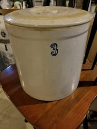 3 gal crock with lid Barnegat Township
