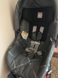 Infant car seat 4-35 Vaughan, L4H 0Z1