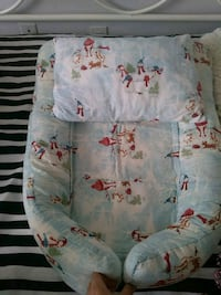 Christmas baby nest white and red floral textile Toronto, M4C 5N3