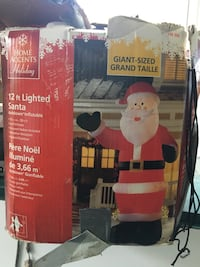 12 foot Airblown Inflatable Lighted Santa    Toronto, M6K 2V9