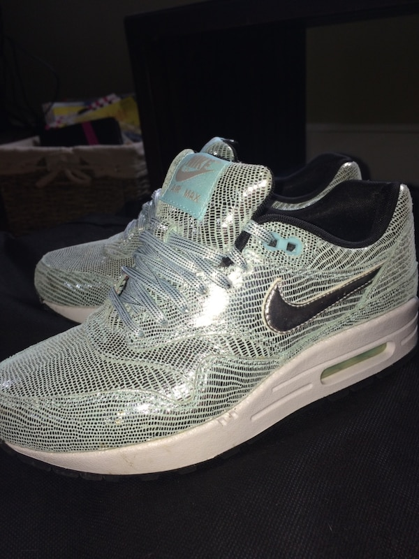 528ed8a4e7dd Used Women s Nike shoes for sale in Stillwater - letgo