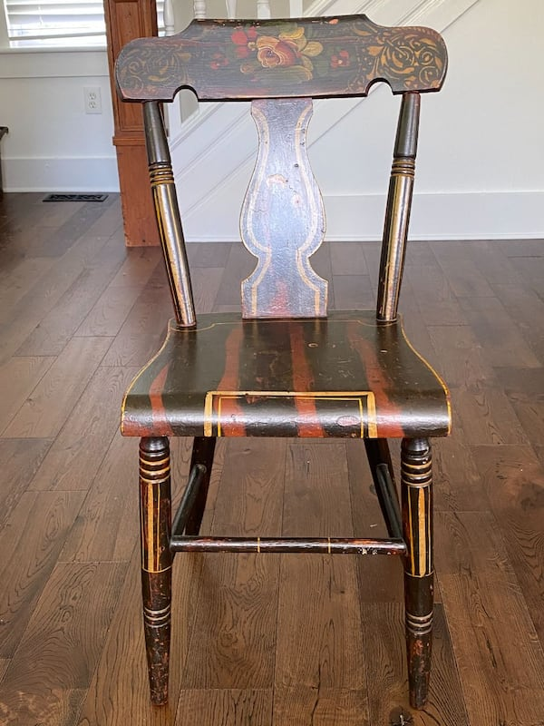 Vintage painted chair ddb58c2c-e364-40d5-9a42-b5696398e502