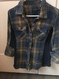 Woman's Demin plaid shirt   Niagara Falls, L2G