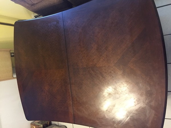 Rectangular solid wood extendable leaf table