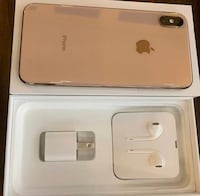 gold iPhone Xs with Lightning EarPods, USB Power Adapter, and box 376 mi