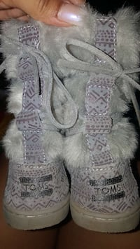 Toms Nepal Boots Grey Suede Faux Fur size 1 Germantown, 20874