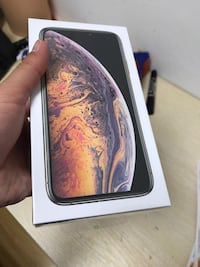 IPhone XS Max 512gb unlocked colour is gold Vaughan