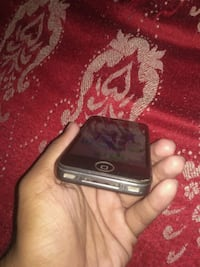Iphone 4s 8gb rom with charger ,earphones no bill