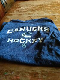 Reebok Vancouver Canucks hockey shirt in mint condition
