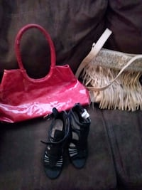 pair of black low top sneakers and purses Des Moines, 50310