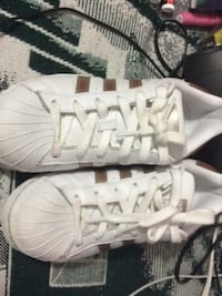 pair of white Adidas low-top sneakers Mc Lean, 22102