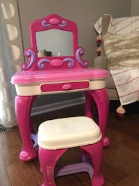 Vanity with stool Westerville, 43082