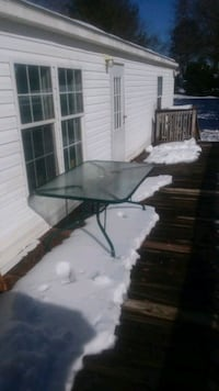 Green patio glass table $30  obo Chesnee, 29323