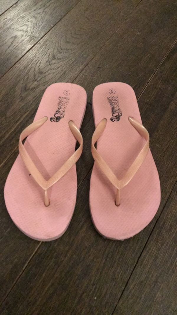 1c413c0db94f Used Baby pink beach flip flops size 36 for sale in New York - letgo