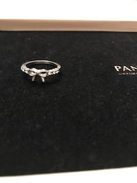 silver-colored Pandora clear gemstone ribbon ring Pickering, L1Y 0A1