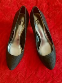 pair of black pointed-toe heeled shoes Lebanon, 45036