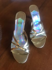 Gold and Clear heels 9.5 Hudson, 03051