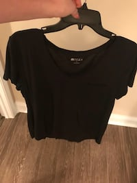 Black shirt size large  Daphne, 36527