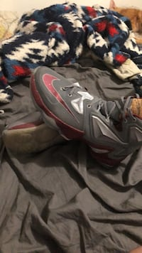 Pair of gray-and-red nike basketball shoes Martinsburg, 25403