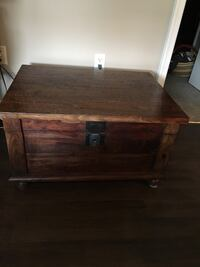 wood trunk / Table  44 km