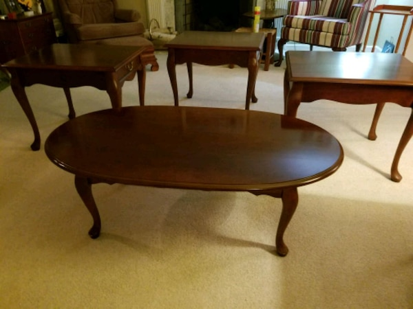 Set of three end tables and coffee table 46eba95a-71fc-44dc-978a-0ce321566071