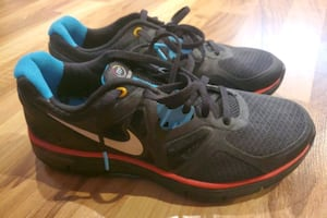 NIKE shoes (6.5Y)