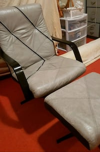 Very comfortable leather chair Côte Saint-Luc