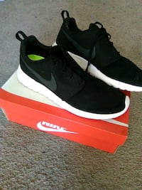 pair of black Nike low-top sneakers with box Sacramento, 95816