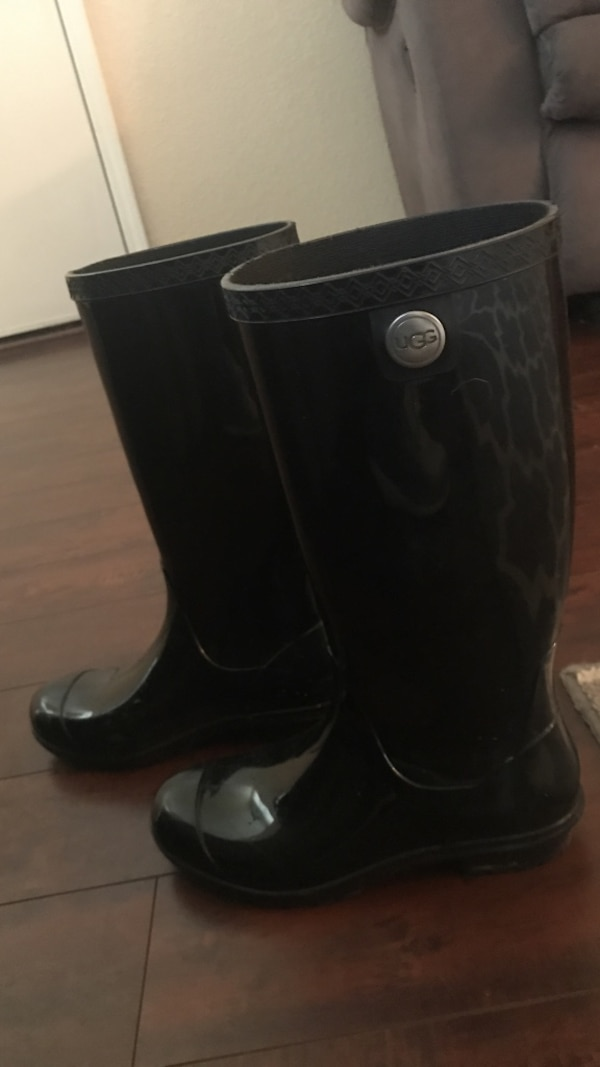 wholesale sales sleek volume large Ugg rain boots lightly used size 7