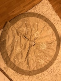Beige Christmas tree skirt Springfield