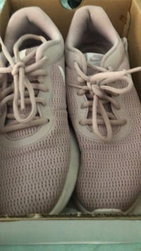 nikes light pink shoes Hickory, 28602