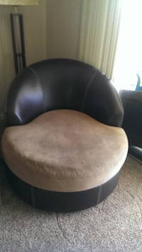 Brown swivel chair CLEARWATER