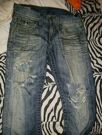 True Religion ripped jeans (28) Whitby, L1P 1X1