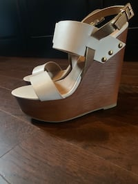 Charolette Russe Wedges Whitby, L1N 8J9