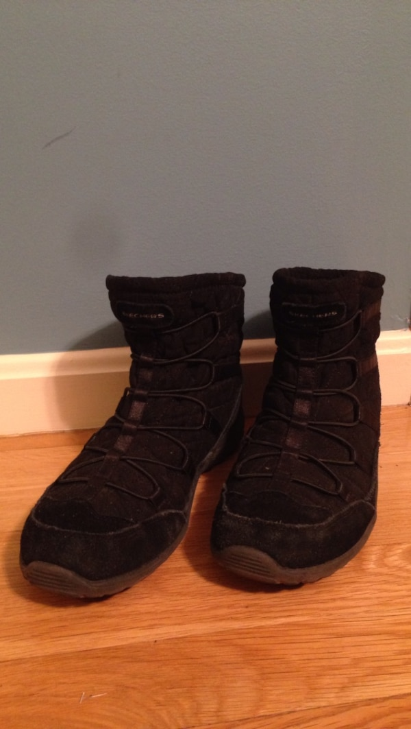 SKECHERS booties memory foam very comfortable and warm. Size 7.5