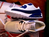 white-and-blue Nike running shoes Montréal, H3S 2H3