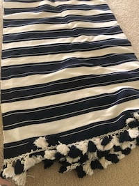 Pier 1 blue and cream rug like new. 5x8ft leesburg