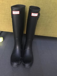 Hunter matte black Rainboots with socks