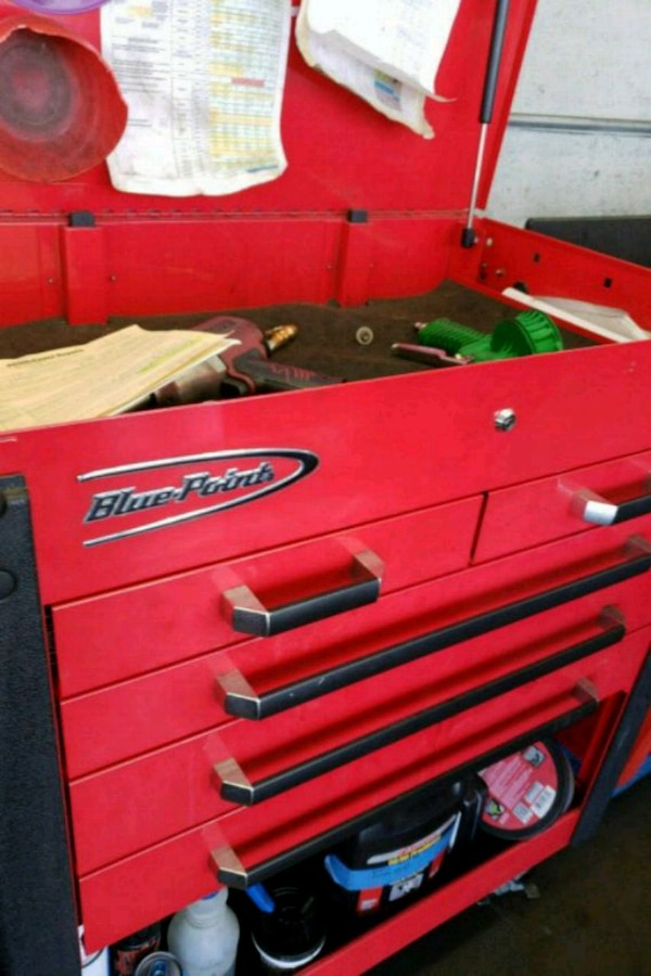 red and black Snap-on tool chest
