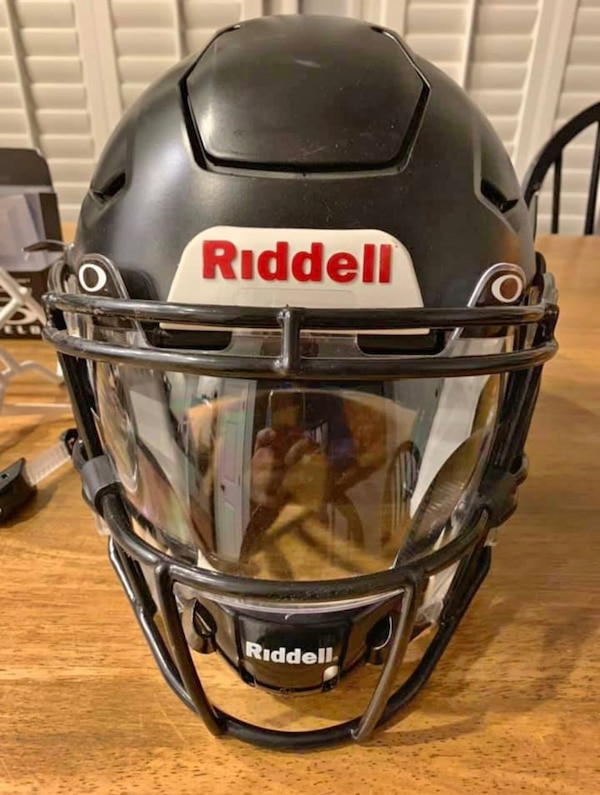 475339fb Used Riddell SpeedFlex Adult Medium With Visor for sale in Woodlawn ...