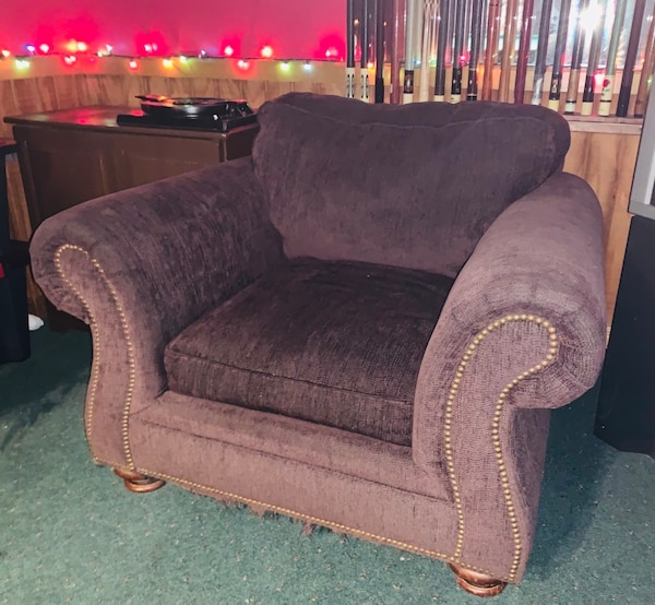 Awe Inspiring Wine Color Brush Fabric Sofa And Two Matching Chairs Good Condition Evergreenethics Interior Chair Design Evergreenethicsorg