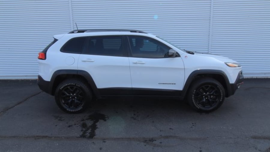 2016 Jeep Cherokee Trailhawk / BACK UP CAM / HEATED SEATS / REMOTE ST a94f87f6-23b0-4e95-8c7f-38fca37f2b0a