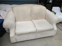 Cream lazy boy love seat Lantzville, V0R 2H0